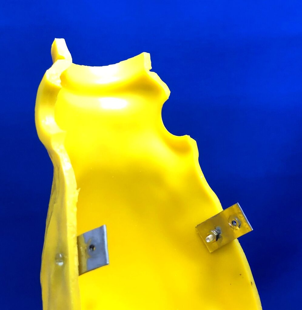 Screw type connector for soft vinyl doll