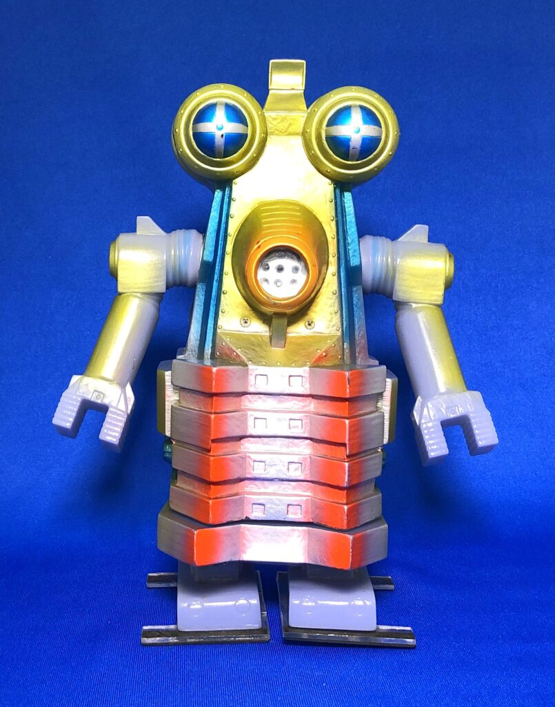 """The project to make soft vinyl monster dolls walk on batteries: Robot monster """"Billgamo"""""""