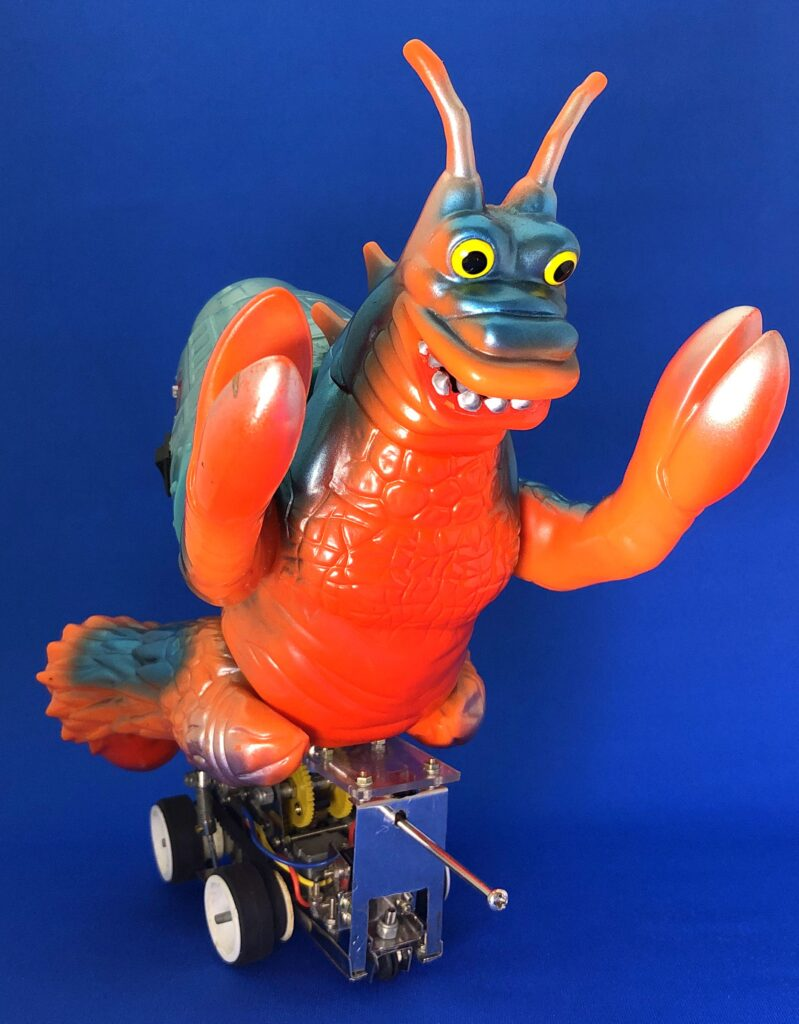 "The project to make soft vinyl monster dolls walk on batteries: Hermit crab monster ""Yadokarin"""