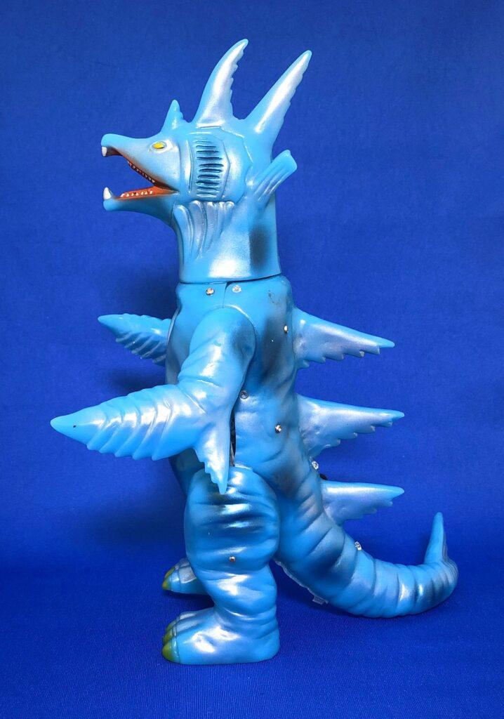 "The project to make a soft vinyl monster dolls walk on batteries: Huge fish monster ""Muruchi"""