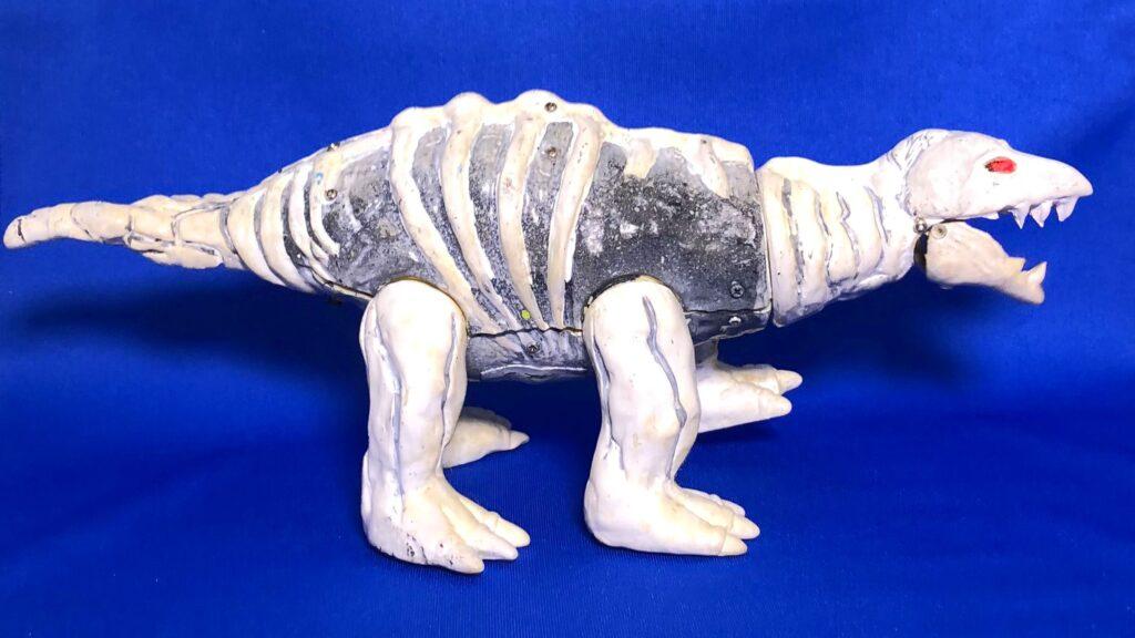 "The project to make a soft vinyl monster dolls walk on batteries: Fossil monster ""Stegon"""